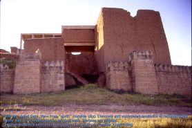 Nineveh_Adad_gate_exterior_entrance_far2